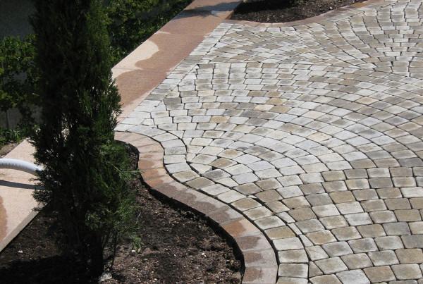 Kombination Naturstein und Betonpflastersteine