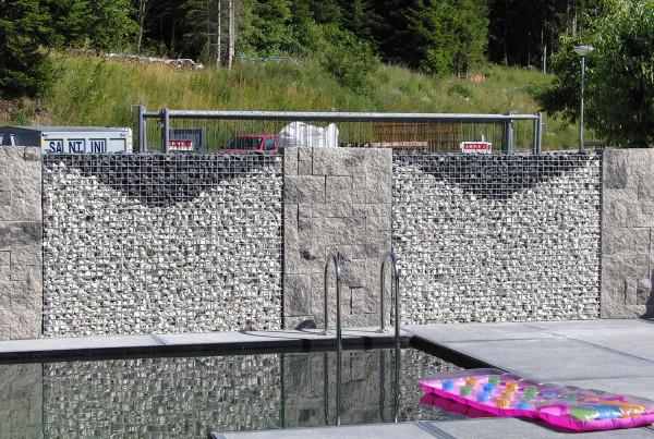 Korbsteinmauer als Grenzmauer